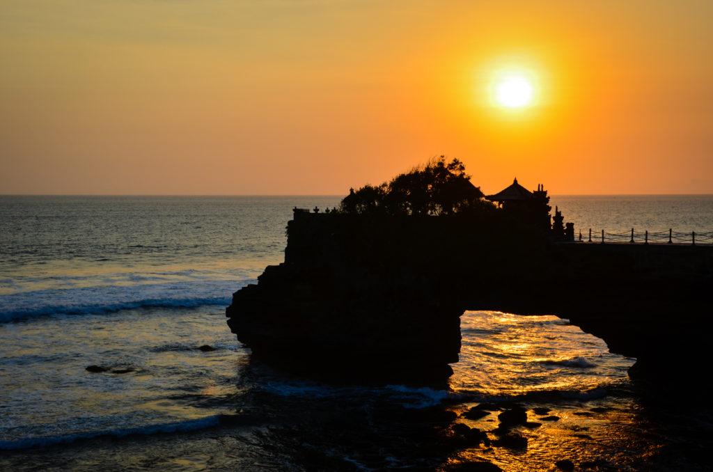 Západ Slnka na Tanah Lot