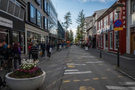 Laugavegur - jedna z hlavných ulíc v Reykjavíku