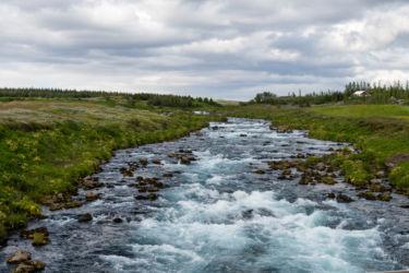 Nádherne sfarbená islandská rieka