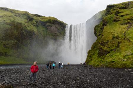 Skógafoss, jeden z najväčších a najkrajších vodopádov na Islande