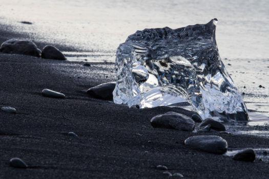 """""""Diamantová pláž"""" pri ľadovcovej zátoke Jökulsárlón"""