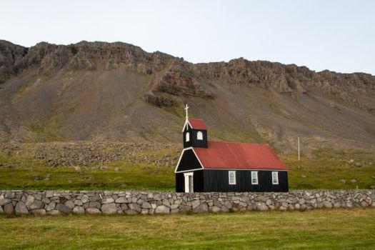 Kostolík na pláži Rauðisandur
