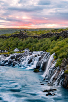 Vodopád Barnafoss pri západe Slnka